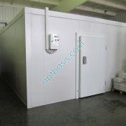 Холодильная камера со щитом управления